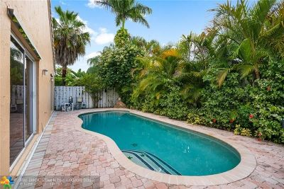 Davie Single Family Home For Sale: 610 Royal Palm Way