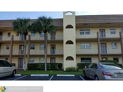 Sunrise Condo/Townhouse For Sale: 8110 Sunrise Lakes Blvd #308