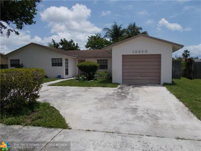 Boca Raton Single Family Home For Sale: 10650 SW Shady Pond Ln