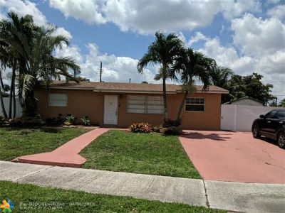 Hialeah Single Family Home For Sale: 7898 NW 173rd St
