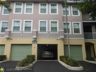 Coral Springs Condo/Townhouse For Sale: 6924 W Sample Rd #6924
