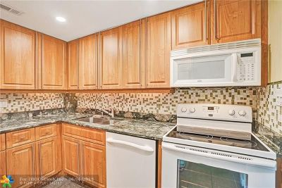 Wilton Manors Condo/Townhouse Backup Contract-Call LA: 124 NE 19th Ct #103B