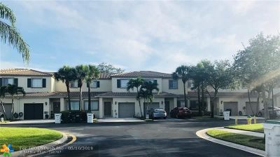 Coconut Creek Condo/Townhouse For Sale: 4752 Lago Vista Dr #4752