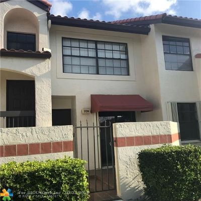 Deerfield Beach Condo/Townhouse For Sale: 709 Freedom Ct #709