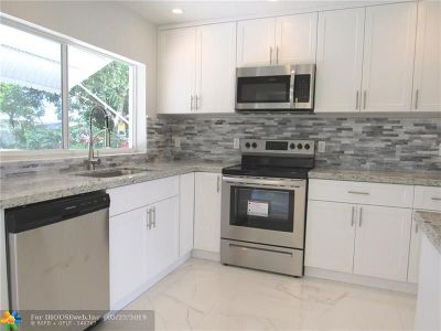 Oakland Park Single Family Home For Sale: 211 NW 53rd St