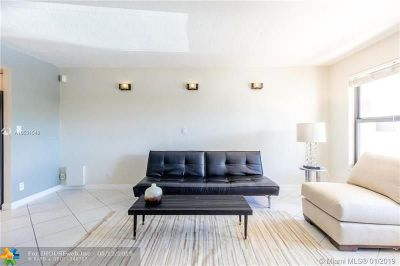 Fort Lauderdale Condo/Townhouse For Sale: 2815 NE 60th St #2815