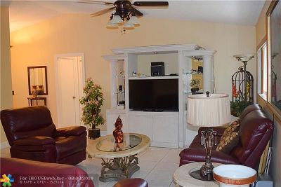 Tamarac Single Family Home For Sale: 6096 Buckeye Ct Apt A