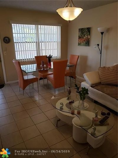 Deerfield Beach Condo/Townhouse For Sale: 84 Ventnor #D