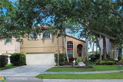 Pembroke Pines Single Family Home For Sale: 583 NW 159th Ave