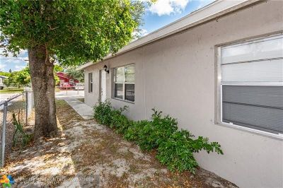 West Palm Beach Single Family Home For Sale: 3810 Oswego Ave
