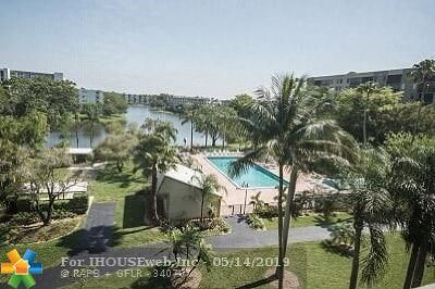 Pompano Beach Condo/Townhouse For Sale: 2205 S Cypress Bend Dr #501