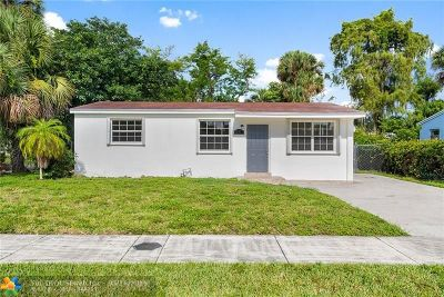 Lauderhill Single Family Home For Sale: 841 NW 34th Way