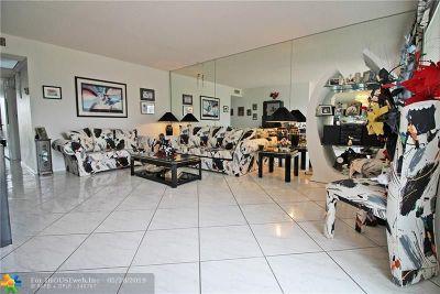Deerfield Beach Condo/Townhouse For Sale: 2014 Farnham N #2014