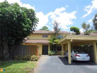 Deerfield Beach Condo/Townhouse For Sale: 2231 Woodlands Way #2231