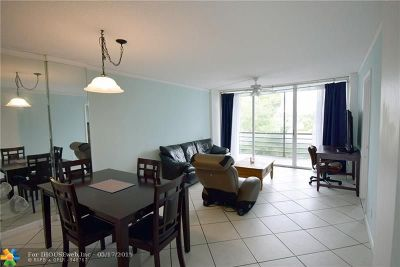 Oakland Park Condo/Townhouse For Sale: 119 Royal Park Dr #2F