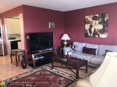 Deerfield Beach Condo/Townhouse For Sale: 4010 W Newport G #4010