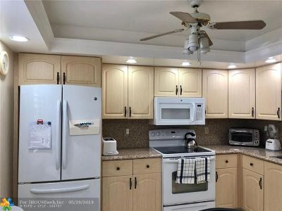 Coconut Creek Condo/Townhouse For Sale: 3306 Aruba Way #B1