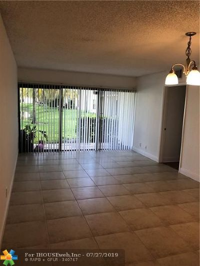 West Palm Beach Condo/Townhouse For Sale: 1477 Lake Crystal Dr #C