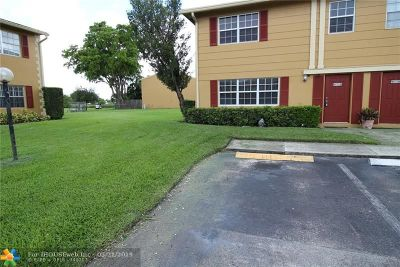 Davie FL Condo/Townhouse For Sale: $249,500
