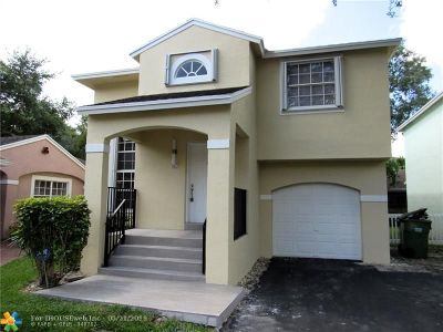 Pembroke Pines Single Family Home For Sale: 11822 NW 13th St