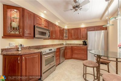 Pompano Beach Condo/Townhouse For Sale: 625 Oaks Dr #302