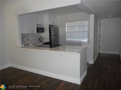 Pompano Beach FL Condo/Townhouse For Sale: $142,000