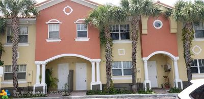 Broward County Condo/Townhouse For Sale: 2620 Pierce St #A-2