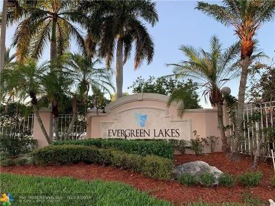 Coconut Creek Condo/Townhouse For Sale: 5051 Wiles Rd #304