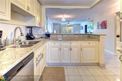 Deerfield Beach Condo/Townhouse For Sale: 400 SE 10th St #316