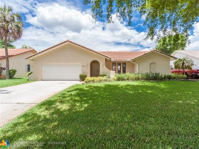 Coral Springs Single Family Home For Sale: 7023 NW 38th St