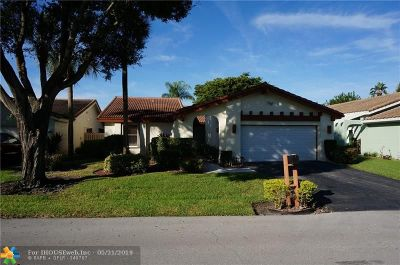 Boynton Beach Single Family Home For Sale: 5581 Lakeview Mews Dr