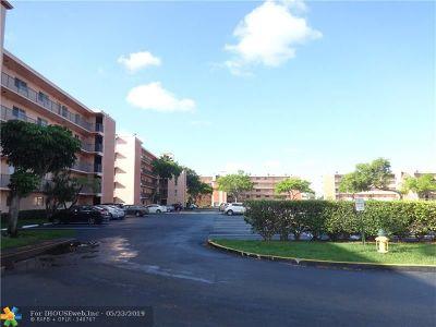 Miramar Condo/Townhouse For Sale: 8540 N Sherman Cir #503