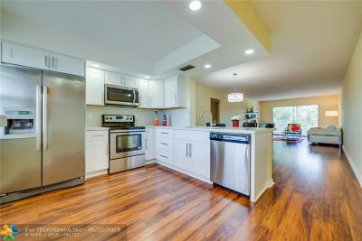 Coconut Creek Condo/Townhouse For Sale: 2201 Lucaya Bnd #G4