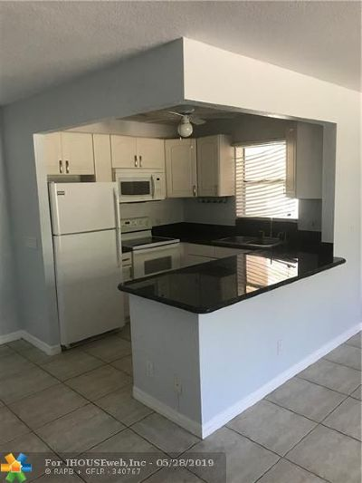 Pompano Beach FL Condo/Townhouse For Sale: $199,999