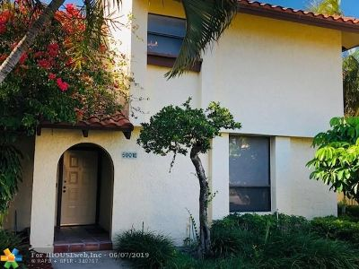 Boca Raton Condo/Townhouse For Sale: 5901 Fox Hollow Dr #E