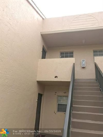 Pompano Beach FL Condo/Townhouse For Sale: $119,000