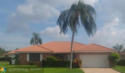 Boynton Beach Single Family Home For Sale: 10563 Greentrail Dr S