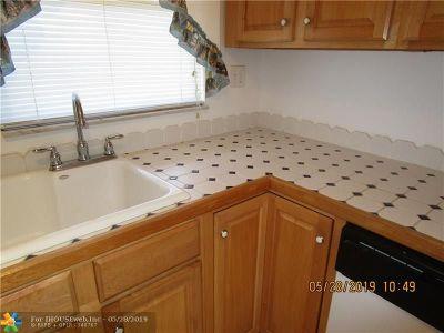 Sunrise Condo/Townhouse For Sale: 9660 Sunrise Lakes Blvd #206