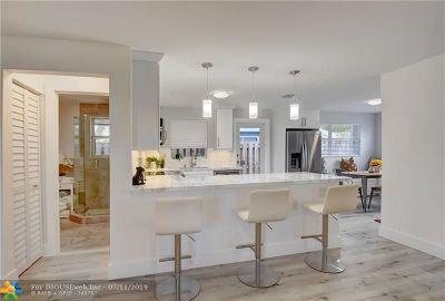 Oakland Park Single Family Home For Sale: 160 NE 43rd Ct