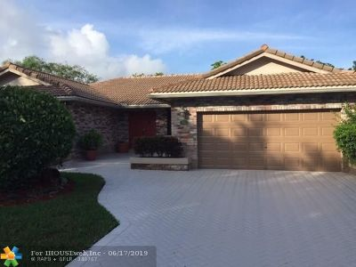 Coral Springs Single Family Home For Sale: 8660 NW 49th Drive