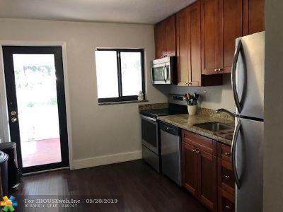 Oakland Park Single Family Home For Sale: 4510 NE 1st Ter