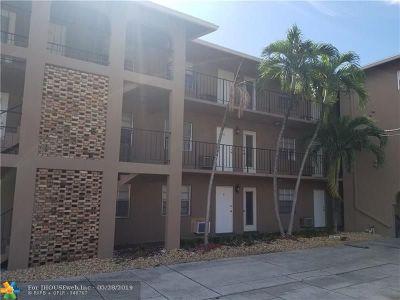 Pompano Beach Condo/Townhouse For Sale: 1021 NE 24th Ave #23