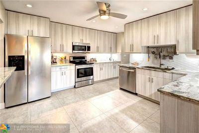 Pompano Beach Condo/Townhouse For Sale: 1031 E Cypress Dr #V-23