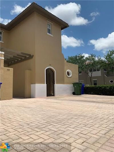 Pembroke Pines Condo/Townhouse For Sale: 532 SW 147th Ave #10