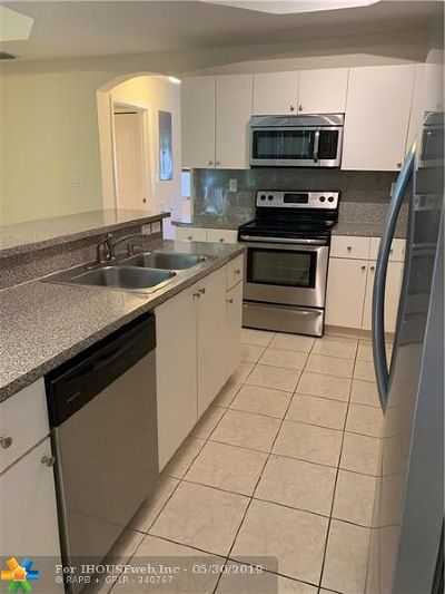 Pembroke Pines Condo/Townhouse For Sale: 762 SW 107th Ave #308