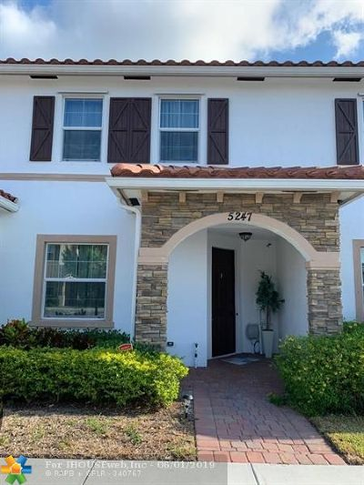 West Palm Beach Condo/Townhouse For Sale: 5247 Ellery Ter #5247