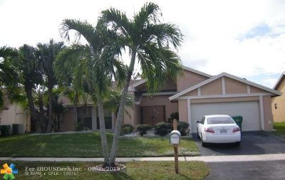 Lauderhill Single Family Home For Sale: 7438 NW 48th Ct