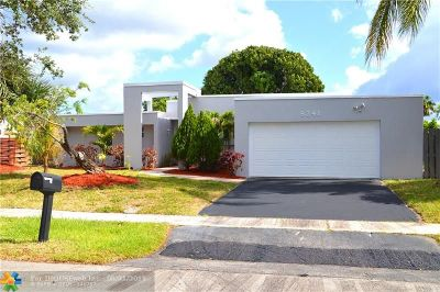 Lauderhill Single Family Home For Sale: 8241 NW 51st St