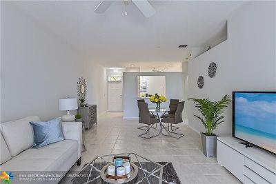 Boynton Beach Condo/Townhouse Backup Contract-Call LA: 5852 Island Reach Lane #5852