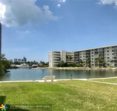 Aventura Condo/Townhouse For Sale: 2980 Point East Dr #D-211